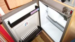 Kühlschrank (Gas, 12 Volt, 230 Volt)