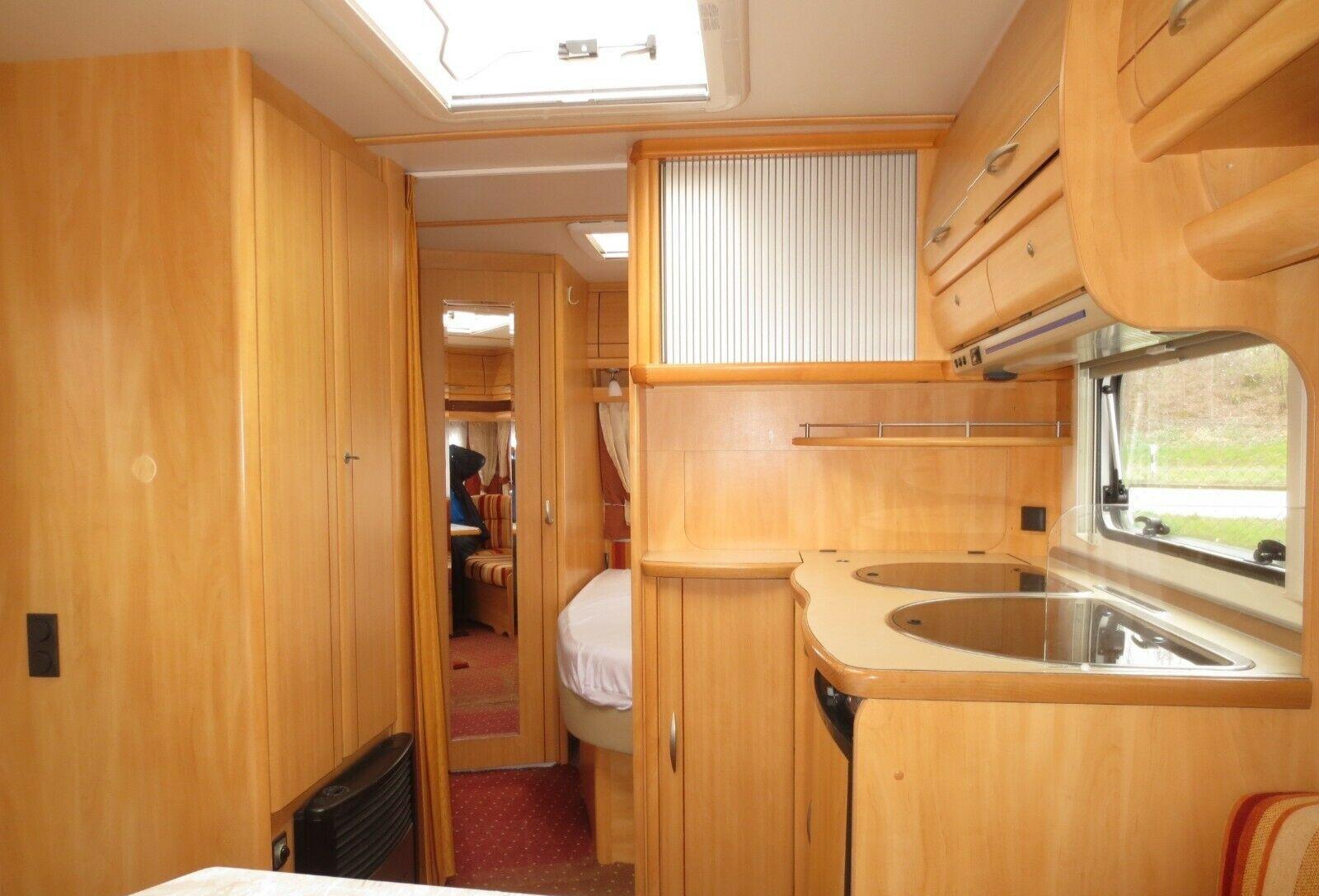 Blick über Küche Richtung Bett und Bad
